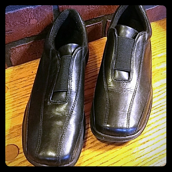 Easy Spirit Shoes - Easy Spirit black leather loafers 8 1/2  N